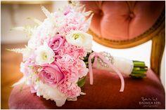 Dieser rosa Hochzeitsstrauß versprüht so viel Vintage-Flair | Foto: Radmila Kerl