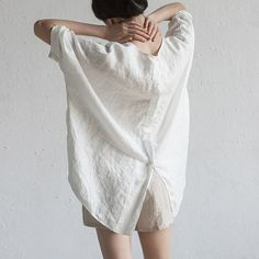 個性が溢れるコーデ|大人女子におすすめしたい|全品50%OFF Linen Tunic, Linen Blouse, Cotton Linen, Half Sleeves, Types Of Sleeves, Tunic Shirt, Tunic Tops, Plus Size Tees, Neckline Designs