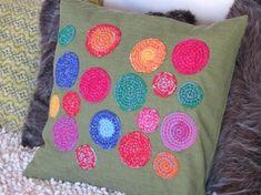 Almohadones con circulos tejidos a crochet by mai