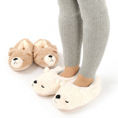 **LivHeart**, a known maker of fluffy things and comfy roomwear presents the **Nemu Nemu room shoes**! Made in the image of a hairy bear sleeping sound, the top of these shoes are made of soft **polyester** to keep your feet warm during cold winter days. Besides the bearface on the front, they have cute fluffy **bear tails** at the back and a **heart shape** on each sole. They are suitable for foot length between **9.1-9.6 inches**, which corresponds with **US shoe size 6.5 to 8.5**. Choose…