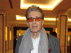 """Der beliebte Schauspieler und Musiker Rolf Zacher ist tot. Wie das """"Westfalen-Blatt"""" berichtet, starb Zacher im Alter von 76 Jahren in einem Pflegeheim. Der beliebte deutsche Schauspieler und Musiker Rolf Zacher (""""Endstation Freiheit"""") ist im Alter von 76 Jahren..."""