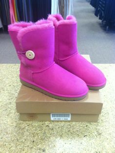 2015 cheap nike shoes for sale info collection off big discount.New nike roshe run,lebron james shoes,jordans and nike foamposites 2014 online. Cheap Snow Boots, Ugg Snow Boots, Ugg Boots Sale, Ugg Winter Boots, Winter Boots Outfits, Ugg Boots Clearance, Ugg Website, Uggs For Cheap, Ugg Bailey Button