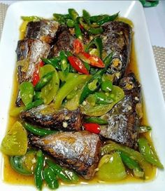 Tongkol Cabe Ijo Seafood Recipes, Cooking Recipes, Cooking Food, Indonesian Cuisine, Malaysian Food, Fat Burning Drinks, Recipe Details, Fish And Seafood, No Cook Meals