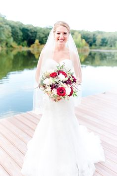 LOVE Mon Cheri Bride Claire's vibrant red and ivory wedding bouquet!