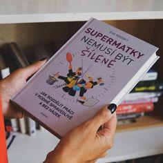 Eve Rodsky přináší návod, jak v rodině rozdělit úkoly a domácí práce tak, aby nikdo nepřišel o život ani o rozum. Staví na stovkách rozhovorů se členy nejrůznějších domácností. Dopátrala se použitelného systému? To stojí za to vyzkoušet! Rodin