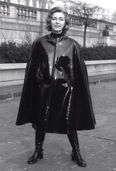 Raincoats For Women Shops Plastic Raincoat, Pvc Raincoat, Hooded Raincoat, Vinyl Raincoat, Vintage Leather, Vintage Black, Capes, Black Raincoat, Rain Cape