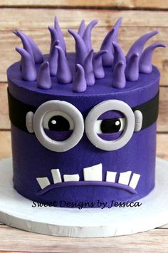 Minion Smash Minion smash cake for a photo shoot Minion Torte, Bolo Minion, Minion Cakes, Purple Minion Cake, Pastel Minion, 4th Birthday Cakes, Minion Birthday, Pretty Cakes, Cute Cakes