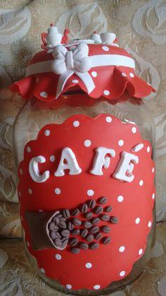 pote de vidro para cafe decorado com biscuit Coffee Jar Crafts, Coffee Jars, Bottles And Jars, Glass Jars, Mason Jars, Ceramic Jewelry, Ceramic Art, Biscuits, Clay Jar