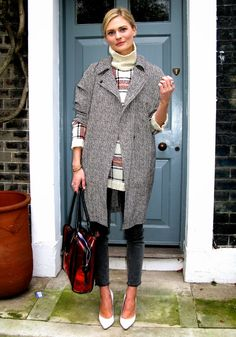 Fall / Winter - street chic style - office wear- business casual - work outfit - white and red plaid turtleneck sweater + black and white barleycorn long coat + black skinnies + white stilettos + red and black pattern handbag
