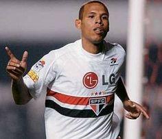 Com dores na coxa, Luis Fabiano não treina e pode ser mais um problema no São Paulo