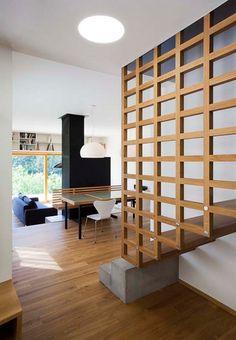 treppe holz gitter zwei stufen beton kontrast