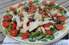 Insalata di pollo con pomodorini e olive. Antipasto, Prosciutto, Caprese Salad, Lettuce, Finger Foods, Olive, Buffet, Pasta, Food And Drink