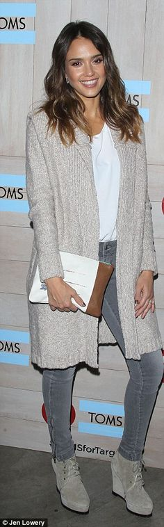 Jessica Alba - Celebrate the launch of shoe and eyewear retailer TOMS new partnership with Target in Los Angeles 2014 Winter Outfits, Casual Outfits, Cute Outfits, Beautiful Outfits, Girly Outfits, How To Have Style, Look 2017, Jessica Alba Style, Star Wars