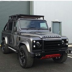Land Rover Defender 130 adventure Overland.