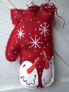 Christmas mitten burlap door hanger how adorable! Burlap Door Decorations, Burlap Door Hangings, Snowman Crafts, Christmas Projects, Christmas Crafts, Fun Crafts, Burlap Projects, Burlap Crafts, Burlap Art