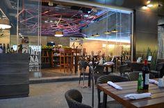 Restaurante Piccoco por BIXBA Arquitectura. Piccoco fue finalista en la categoría Restaurantes, de la segunda edición del Premio de Interiorismo Mexicano, PRISMA. El proyecto, localizado en la zona sur de la Ciudad de México, en San Angel Inn,  estuvo a cargo de las arquitectas Silvia Reyes y Leticia Vilalta quienes utilizaron toda su experiencia para sacar el mayor provecho de los 138 metros cuadrados que tiene el espacio. http://www.podiomx.com/2013/06/restaurante-piccoco-por-bixba.html