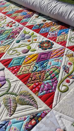 """""""Sweet Surrender"""" quilt by Beth, design by Sue Cody, quilted by Judi Madsen, detail"""