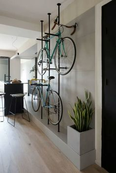 Bicycle storage in the living by room by CASA COLOMBO AND SERBOLI ARCHITECTURE #bicyclestorage #livingroom