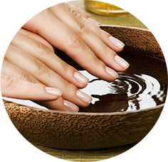 Nail Care Tips for healthy nails and beautiful hands Manicure Y Pedicure, Nail Spa, Manicure Types, Cracked Fingertips, Beauty Care, Beauty Hacks, Beauty Tips, Dry Cracked Hands, Best Acne Products