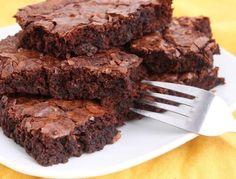 Receta de verdaderos brownies.-  http://www.solopostres.com/recetas-de-postres/748/receta-de-verdaderos-brownies.html