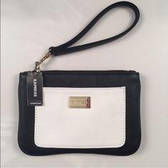❤️ NWT - Express Wristlet NWT - Beautiful Wristlet Express Bags Clutches & Wristlets