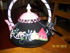 Other side of tea pot,  painted by Bonnie....pattern by Shara Reiner