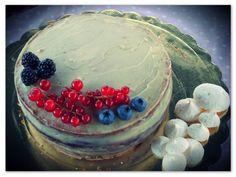 Sacher estiva con marmellata di frutti di bosco e ganache al cioccolato bianco