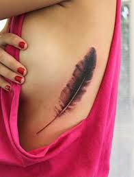 100 Best Feather Tattoo Designs with Images - Piercings Models Girly Tattoos, Trendy Tattoos, Tattoos For Guys, Tattoos For Women, Cool Tattoos, Tatoos, Art Tattoos, Small Feather Tattoo, Feather Tattoo Meaning