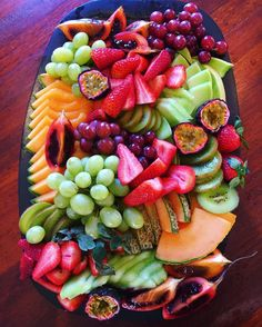Grazing table for the afternoon Healthy Fruits, Healthy Recipes, Fruit Platter Designs, Party Food Platters, Veggie Snacks, Best Party Food, Food Crush, Nutella, Aesthetic Food