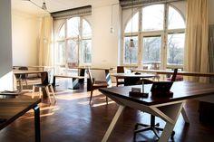 Endlich Frühling im MBzwo Loft! So strahlen die  Massivholztische in schönstem Glanz. Tische auf Maß am Engeldamm 64 in Berlin. http://www.mb-zwo.de/mbzwo-loft/