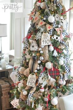 Nothing creates quite the same cozy atmosphere as a Perfectly Plaid Christmas. Enjoy these 25 inspiring Plaid Christmas images and sources. Cottage Christmas Decorating, Decoration Christmas, Farmhouse Christmas Decor, Plaid Christmas, Merry Little Christmas, Xmas Decorations, Christmas Holidays, Christmas Wreaths, Holiday Ornaments