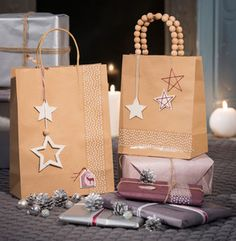 I create gift bags decorated with clay pendants Christmas Gift Bags, Christmas Wrapping, Xmas Gifts, Diy Gifts, Christmas Crafts, Christmas Decorations, Christmas Presents, Creative Gift Wrapping, Creative Gifts