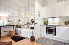 sol en parquet clair, tapis en fourrure noir, cuisine blanche tapis gris, déco studio étudiant