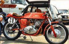 Classic Italian, Vintage Italian, Modern Classic, Moto Guzzi Motorcycles, Cars And Motorcycles, Toys For Boys, Boy Toys, Motorcycle Outfit, Classic Bikes
