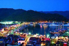 Marmaris'in gece güzelliği özellikle yat limanın da gözler önüne serilir.