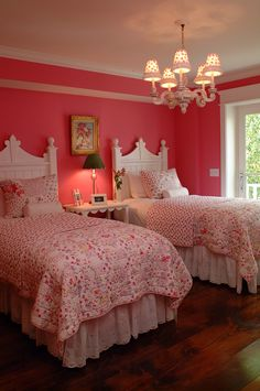 Cute bedroom - i want these walls - don't think my hubby will go for it though!