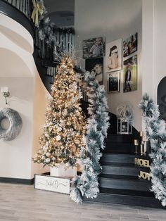 Christmas décor in foyer and at stairs. Christmas 2016, White Christmas, Christmas Time, Xmas, Thanksgiving Decorations, Christmas Decorations, Holiday Decor, Holiday Ideas, Christmas Staircase