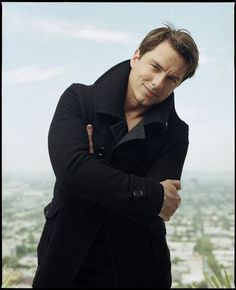 Oh, Barrowman. Yes I know he's gay, but I have a crush on him anyway! So beautiful.....