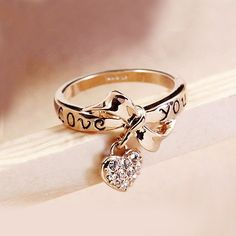 New Fashion Alloy Plated 18K Gold Bowknot Crystal Heart Women's Ring *Size 8, so I can wear on index or middle finger!