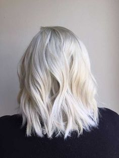 Icy les Cheveux Blonds Platine