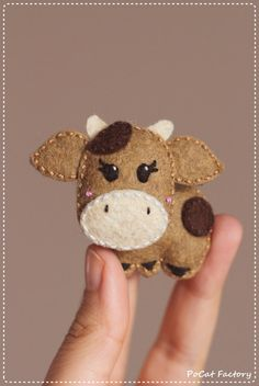 Happy felt cow brooch keychain magnet by PoCatFactory on Etsy. Yup, this is awesome Felt Diy, Felt Crafts, Fabric Crafts, Felt Christmas Ornaments, Christmas Crafts, Felt Decorations, Felt Brooch, Felt Patterns, Felt Fabric