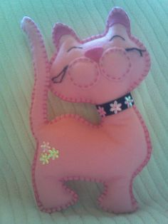 Gata Rosa - Feltro by Arte Arteira - Feltro, via Flickr | Cat