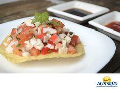 #comidaacapulqueña Degusta unas deliciosas tostadas de surimi en Acapulco. TIPS DE COCINA. El surimi es un alimento que proviene de las carnes blancas de los pescados y se prepara con clara de huevo, sal, proteína de soya y otros ingredientes que le dan un extraordinario sabor. Comerlo en tostadas es realmente delicioso. Durante tu próxima visita al hermoso puerto de Acapulco, te invitamos a probar las tostadas de surimi. www.fidetur.guerrero.gob.mx