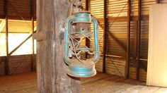 An old lantern hangs in a shed near Roebuck Bay in Western Australia. (ABC: Vanessa Mills)