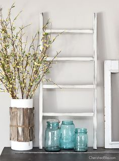 DIY Home Decor Easy to Ingenious Ideas - Delightfully refreshing decorating ideas to build a plush appealing easy home decor diy on a budget . Image suggested on this moment 20190310 , Post reference id 4899481346 Wooden Ladder Decor, Wooden Diy, Diy Ladder, Wood Ladder, Small Ladder, Easy Home Decor, Cheap Home Decor, Diy Home Decor For Apartments, Diy Vintage