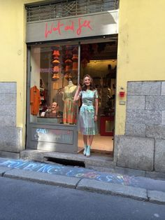 "Shop ""Wait and See"" when in MILAN"