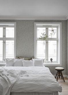 Decorate your bedroom with wallpaper Karolina blue - Sandberg Wallpaper Eclectic Wallpaper, Scandinavian Wallpaper, Bedroom Inspo, Bedroom Decor, Home Design, Interior Design, Zen Room, Blue Bedroom, Bedroom Vintage