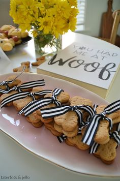 Pug Puppy Party -- Food, Printables and Craft Ideas. Throw a puppy party with food, printables and a cute puppy paw craft! Puppy Birthday Parties, Puppy Party, Dog Birthday, The Nut Job, Hot Dog Bar, Black Pug Puppies, Animal Birthday, Animal Party, Pugs