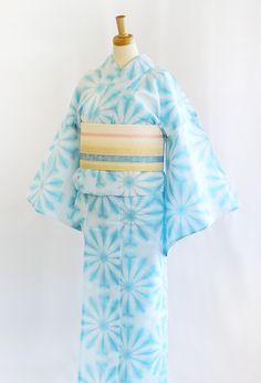 """kimono-labo: """" 《今日の浴衣コーディネート》本日は新作商品ばかりでコーディネートしました!美しい発色のブルーに雪の花が咲いたような、涼やかさたっぷりのお品です(^-^)合わせた帯は博多織の絽の半巾帯。まもなく登場です。乞うご期待! """" This motif is tie-dyed and reminiscent of snowflakes or daisies—snow is a..."""