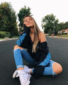 Perfect Girl Photography Poses Ideas Looks So Amaze - Wedding Inspire Cute Instagram Pictures, Cute Poses For Pictures, Instagram Pose, Picture Ideas For Instagram, Instagram Girls, Cute Tumblr Pics, Tumblr Picture Ideas, How To Pose For Pictures Like A Model, Insta Pictures